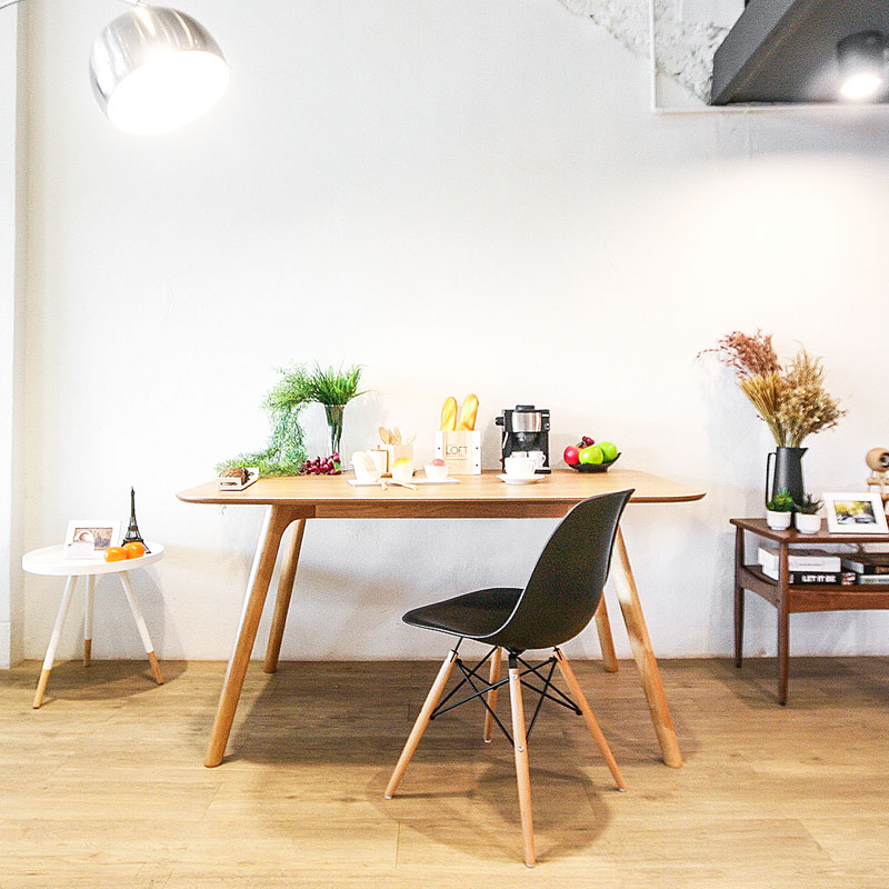 BAY TABLE AND REPLICA EAMES DSW CHAIR SET